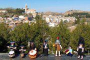 Una procesión de Playmóbil desfila en el Centro de Estudios del Bajo Martín