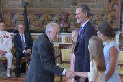 Los Reyes de España condecoran al bibliotecario de Alcañiz Ignacio Micolau