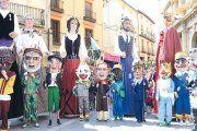 Se presenta la Comparsa de Gigantes y Cabezudos de Andorra