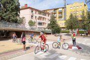 Escolares de Alcañiz aprenden las normas de circulación con Policías