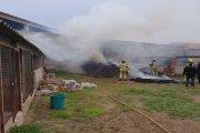Bomberos sofocan un incendio en una leñera de Calanda