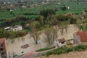 La lluvia desborda el río y llena a tope los pantanos del Bajo Aragón