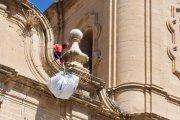 Retiran nidos de cigüeña vacíos de la iglesia Mayor de Alcañiz