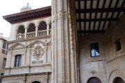 Instalan iluminación ornamental en la lonja y el Ayuntamiento de Alcañiz
