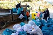 Voluntarios de Alcorisa recogen kilos de basura mientras practican deporte