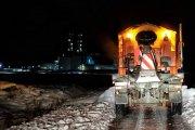 Continúa la limpieza de accesos y carreteras frente a nieve y hielo